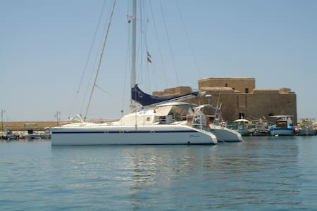 STAY IN NEWPORT ON A CATAMARAN - Newport