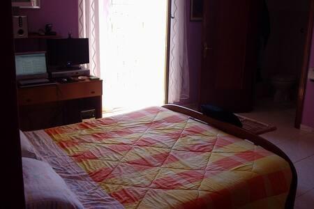 Affitto camera matrimoniale - Apartment
