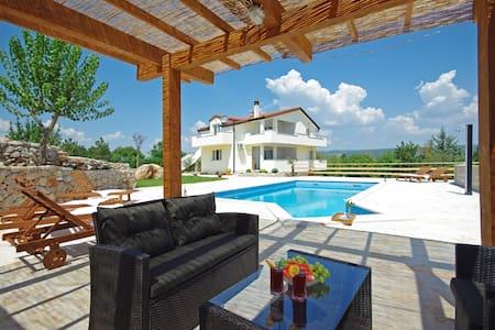 Villa Iva Grubine - Makarska - Grubine