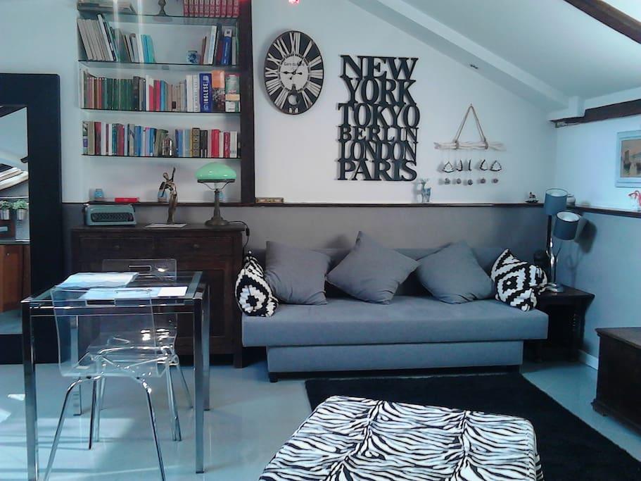 Soggiorno con divano letto