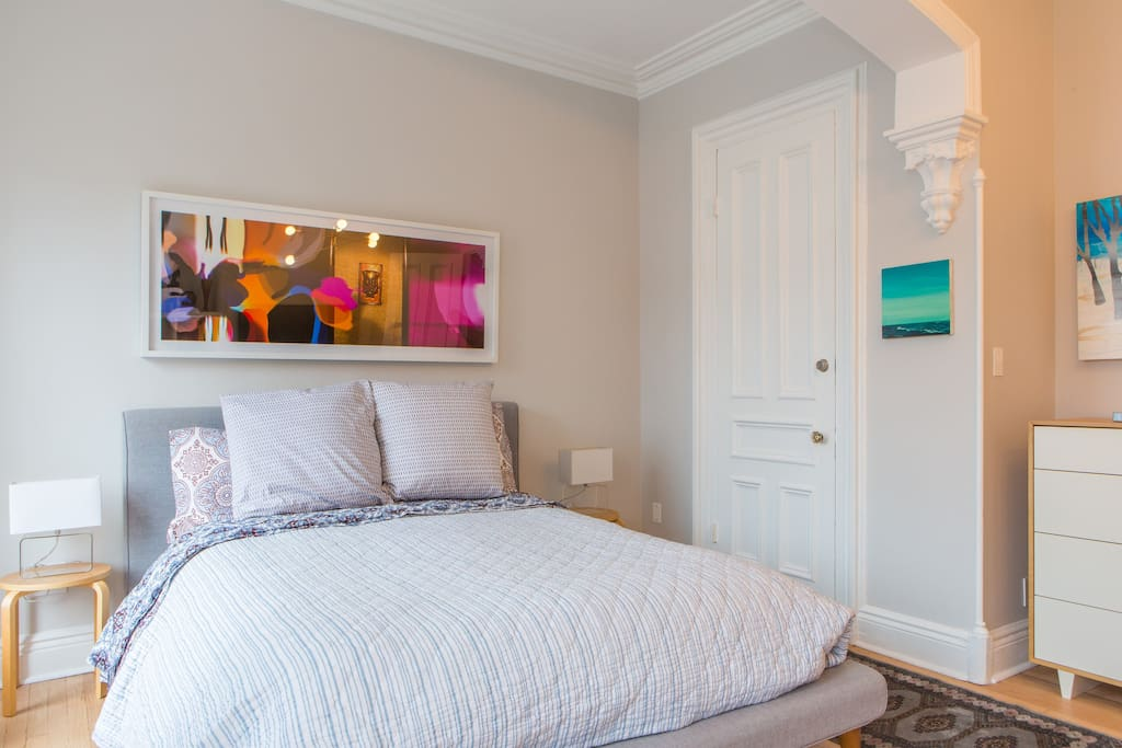 RENOVATED SUNNY LARGE 1 BD WITH ART