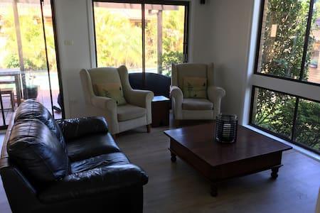 Large modern 4 bedroom house - Terrey Hills