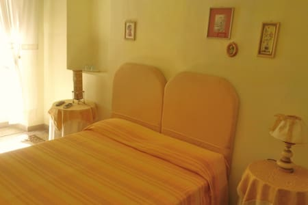 Lovely double or triple room with a shared bathroom in a splendid B&B set within the extraordinary wall of Lucca.