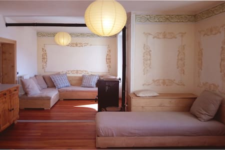 Charming Frescoed Apartment - Leilighet
