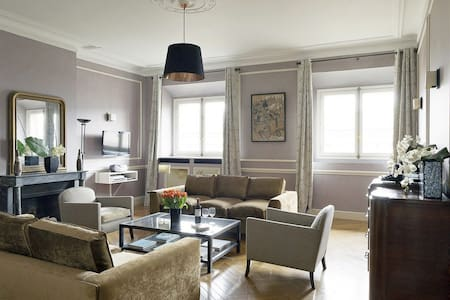 2 bdrm, Charm Across from Louvre - Paris