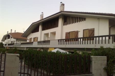We rent for summer period an elegant attic of 65 sqm, second floor, fireplace, 2 bedrooms (one double bed and one with bunk beds), car box in garage, in elegant residence with garden, no balcony.