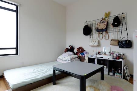 独立房间出租、厨房卫浴共用。可免费使用冰箱、Wi-Fi,有投币洗衣机。 - Appartamento