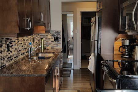 Whyte Ave Area Condo - Clean and Well Appointed! - Condominium