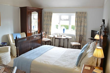 Isle of Wight Guest Room - Friendly, Rural, Quiet - Whitwell - Other