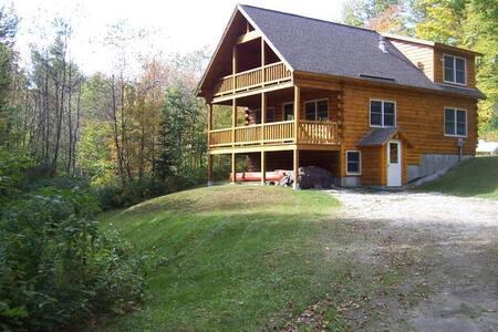 Cozy Lake Log Cabin in Wilmngton VT