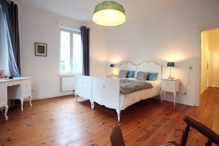 Spacious Double Room Hamburg Altona - Hamburg - Bed & Breakfast