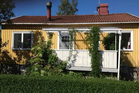 Idylliskt småhus nära storstaden - Rumah