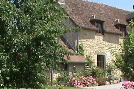 La Varendiere  chambre Vallerine - Bazoches-sur-Hoëne - Bed & Breakfast
