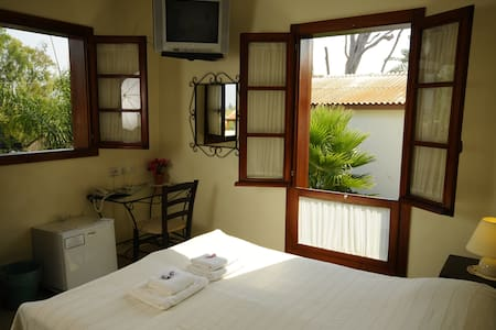 Hapina Shel Michal-Double room - Bed & Breakfast