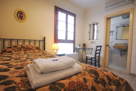 Hapina Shel Michal-Single room - Bed & Breakfast