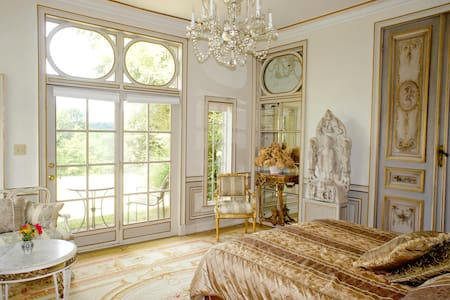 Enchanting and Romantic French Room - Saugerties