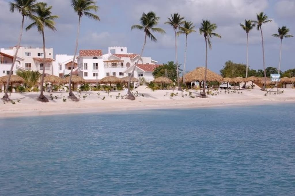 BAYAHIBE  DIRECTLY ON THE SEA