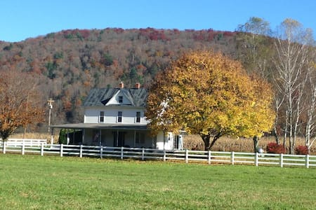 The Black Horse Farm Vacation Home - Franklin