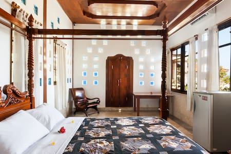 Room type: Private room Bed type: Real Bed Property type: Villa Accommodates: 2 Bedrooms: 1