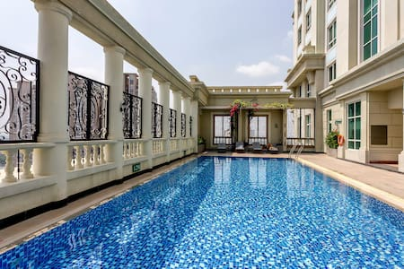 My 1BR apart is in the Manor, one of the first luxury residential building in town, you will have your own apart with fully furnish, totally privacy, quiet and secure. Free swimming pool in the roof top. 3km to ben thanh market. We have a SIM 3G free