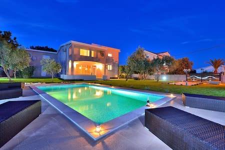 AMAZING VILLA 300m FROM BEACH - Puntadura - Villa