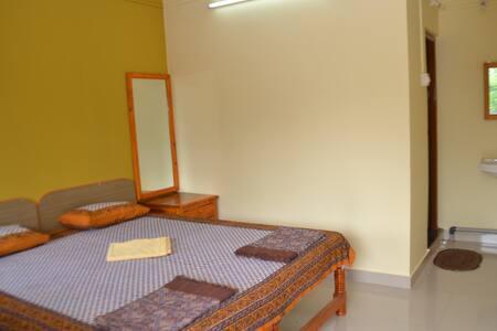 Shubhankar Home Stay - Ganpati Pule - Malgund - Bed & Breakfast