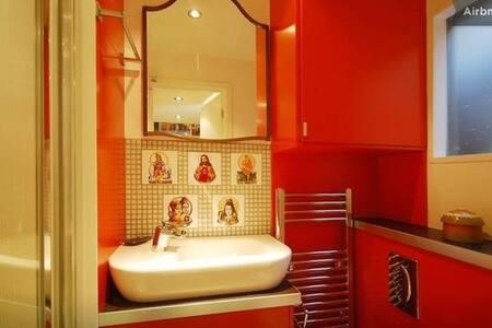 Snug Warehouse Studio - London - Apartment