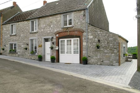 Gite du Soleil, a house with a view - Cottage