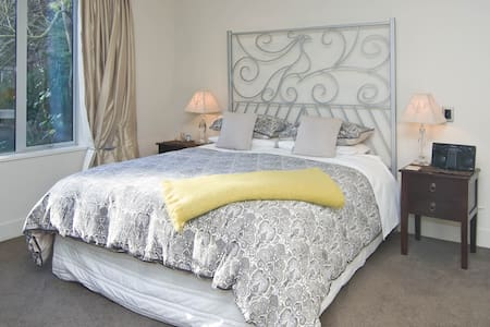 Silverstream Lodge - Peacock Room - Lincoln - Bed & Breakfast