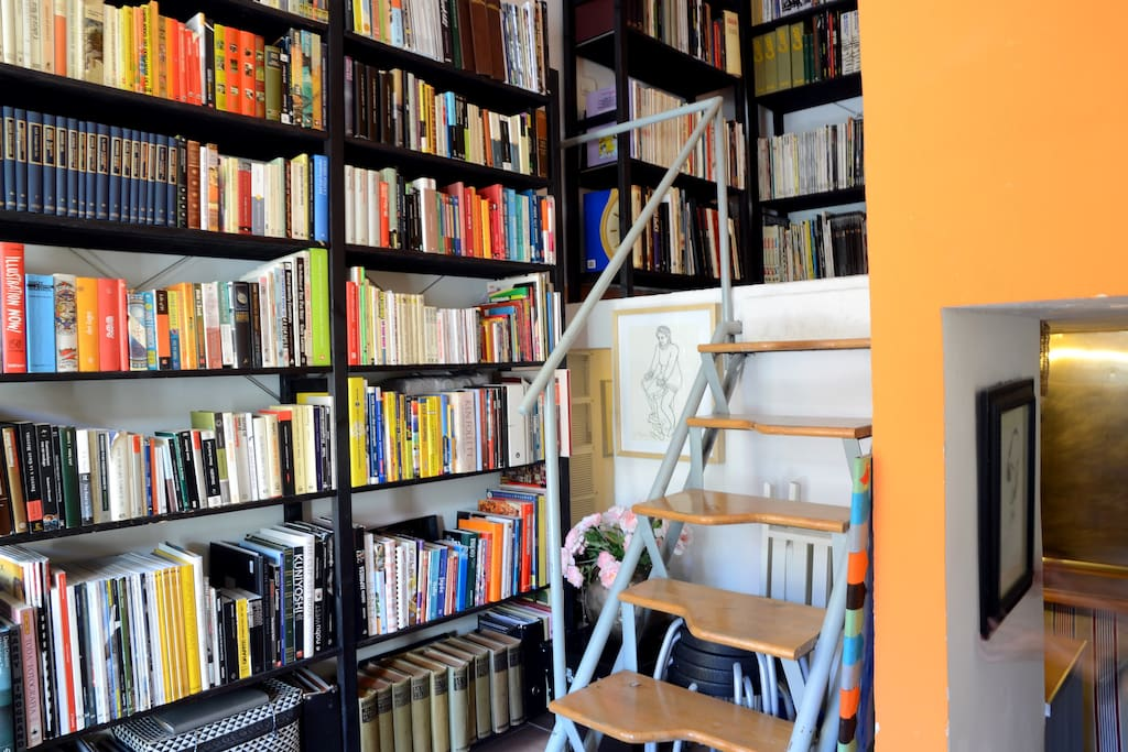 Bookshelves, containing personal library and comic collection. Acces to main bedroom, with stairs. 6 stools below stairs.