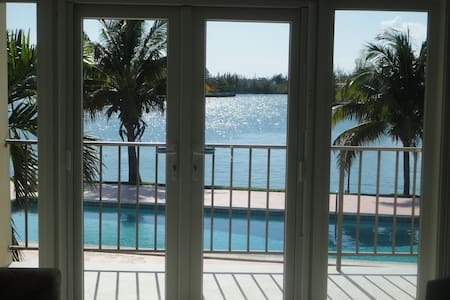 Its Better in The Bahamas! - Freeport - Apartmen