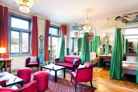 Artist's flat WIFI Sleeps 5, 92m2! - Apartment