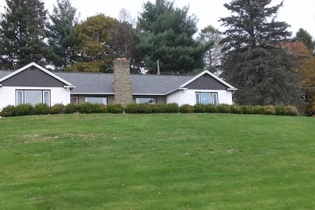 South Finger Lakes Stately Ranch- whole house rent - Horseheads - House