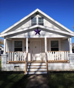 The Purple Star House Just Right - Talo