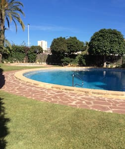 Spacious Beach Side 4 Bedroom Apartment with Pool - Flat