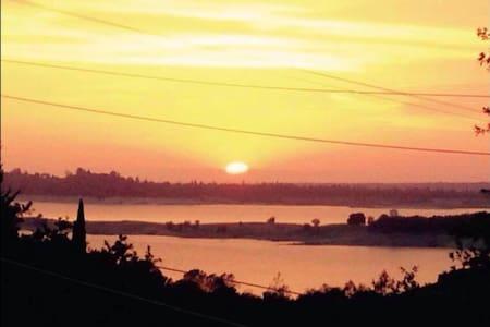 AMAZING VIEW OF FOLSOM LAKE IN  RV - Kamp Karavanı/Karavan