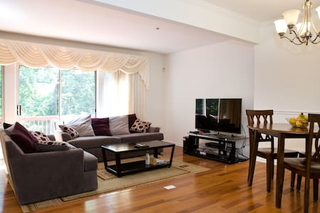 Clean private basement,walk to Train/DC, Full bed - Silver Spring - Townhouse