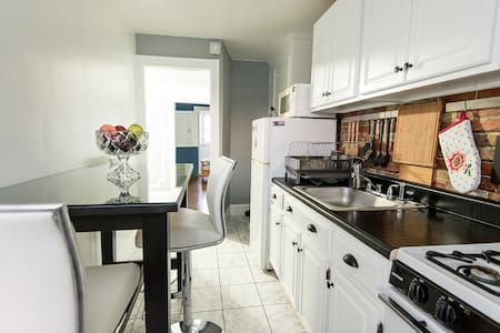 Modern 2-bedroom apartment near subway and parks - Astoria - House