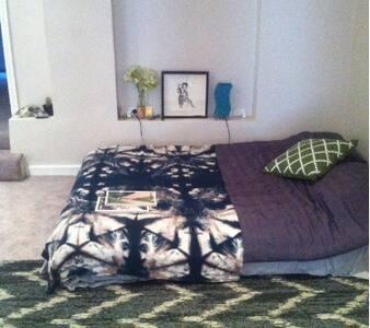 Private Basement Apartment, Fiveways, Paddington - Paddington - Apartment