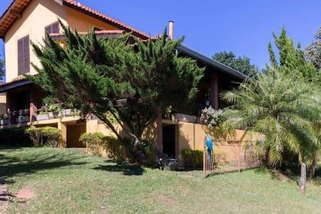 Linda casa de campo em condomínio fechado - vinhedo