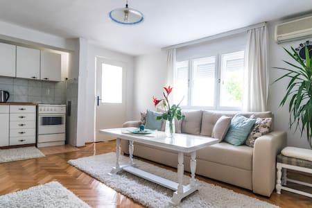 Happy Apartments - Apartment