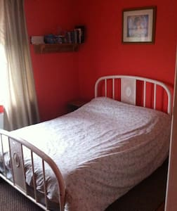 Dble Rm 4 bed House 12 miles Galway - Flat