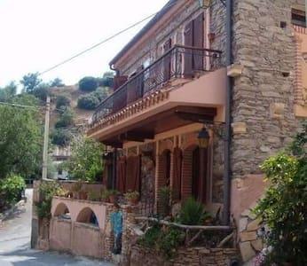 Casa vacanze indipendente a 2 piani - Cabane