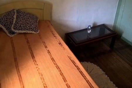 Quarto em casa de família - Blumenau - Casa