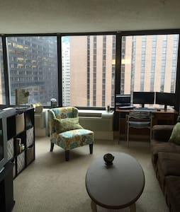 Full Apartment Overlooking River and Mag Mile! - Chicago - Lägenhet