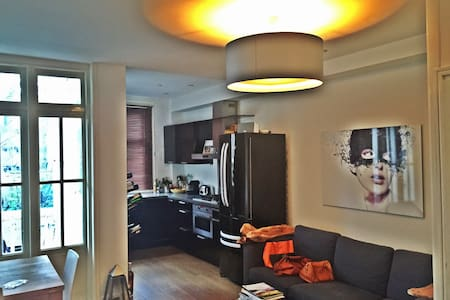 Canal view apartment Amsterdam C