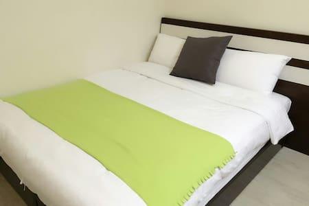 遊草悟 guest house 302台中 勤美 新開幕民宿小型兩人房 - Bed & Breakfast