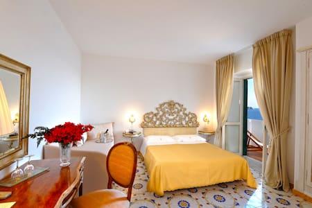 Charming Romantic Hotel on the Sea - Praiano
