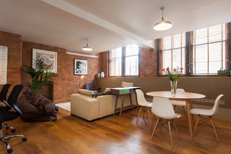 Ensuite room in warehouse apartment - London - Apartment
