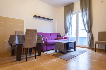 Room type: Entire home/apt Bed type: Pull-out Sofa Property type: Apartment Accommodates: 2 Bedrooms: 1 Bathrooms: 1